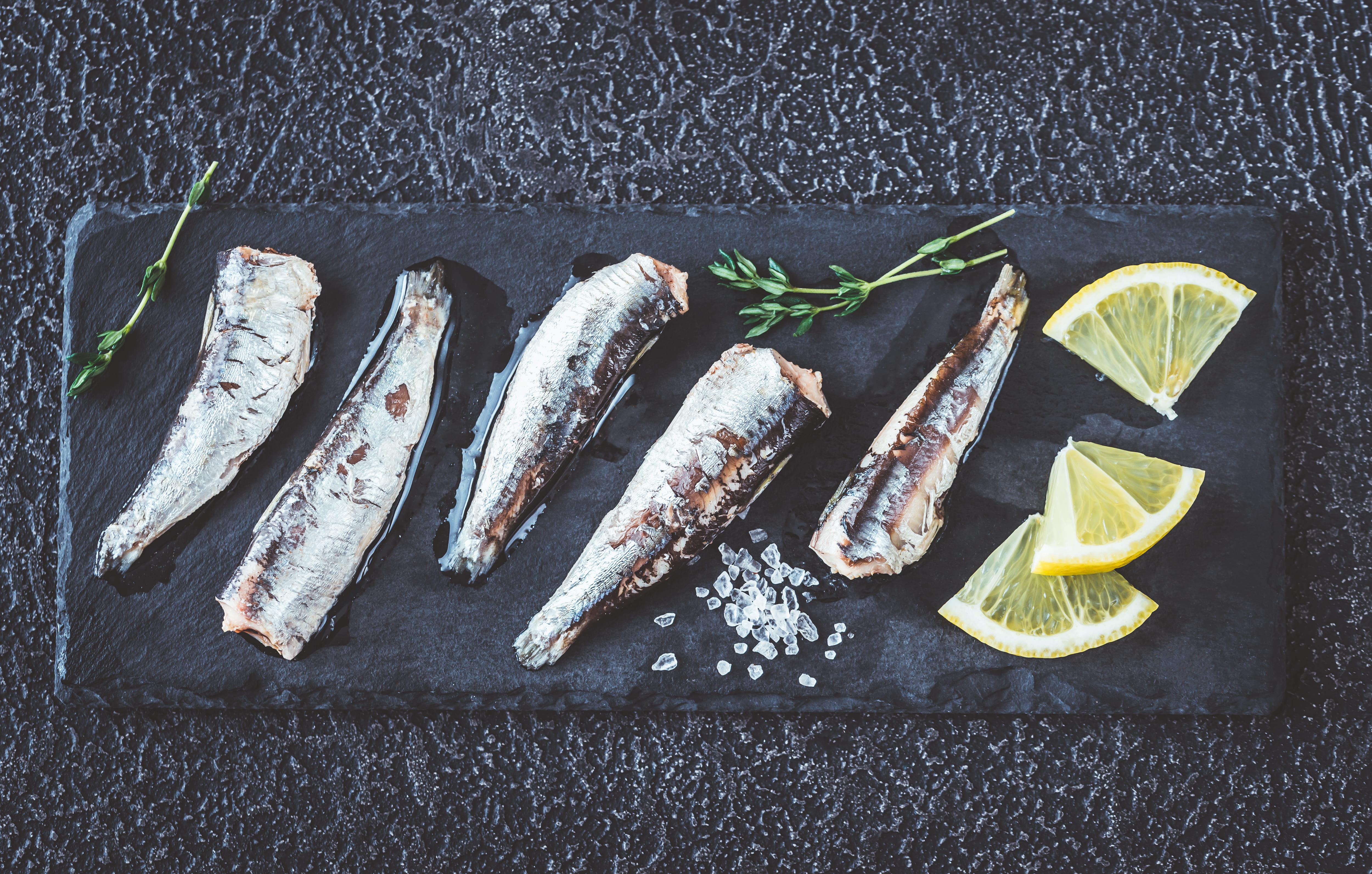 Superalimento y símbolo cultural, la Sardina con aceite y limón